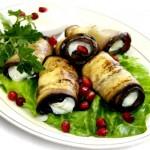 Роллы из баклажанов с грецкими орехами.