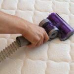 Как правильно постирать и почистить матрас